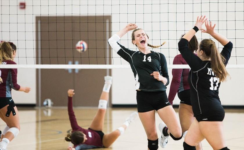 Si vas a jugar al voleibol, ¡en tu equipamiento deportivo no puede faltar el balón!
